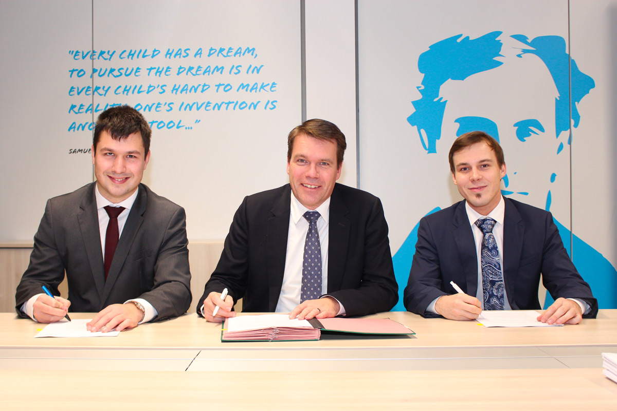 POST Group - Photo de Jan Štefe, fondateur Eurosender, Claude Strasser, directeur général POST Luxembourg et Tim Potočnik, fondateur Eurosender